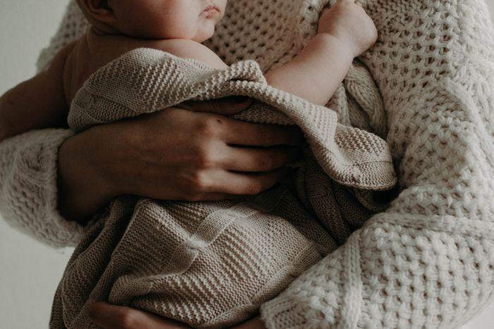 Σχέση μητέρας - παιδιού: Η ασφαλής προσκόλληση στη μητέρα  Τα παιδιά έδειχναν έντονη προσκόλληση, αισθήματα ασφάλειας και σιγουριάς. Όταν η μητέρα ήταν παρούσα, έπαιζαν με τα παιχνίδια